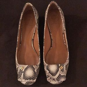 Tory Burch snake print pumps. Excellent Condition!